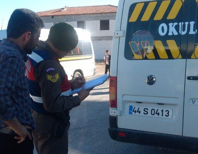 Jandarma'dan okul servis araçlarına denetim