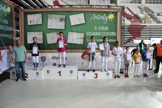 Uluslararası Eskrim Çocuk Kupası başladı