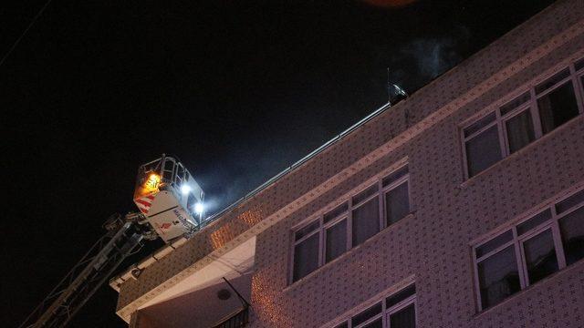 Bahçelievler'deki yangında apartman sakinleri sokağa döküldü