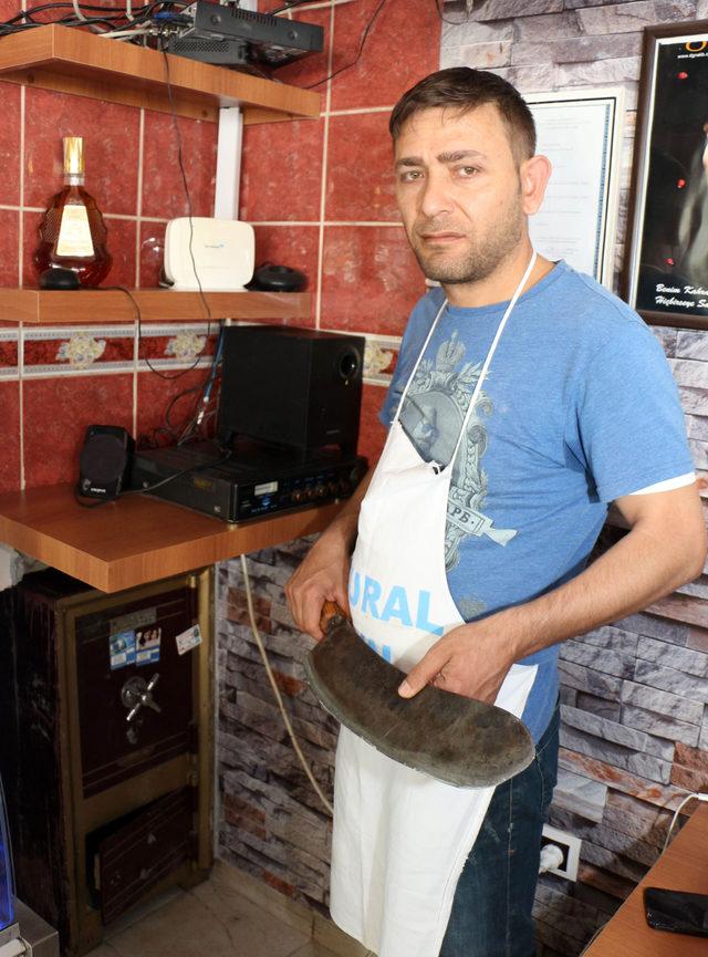3 gün önce garson olarak işe aldığı genç, 65 bin lirasını çaldı