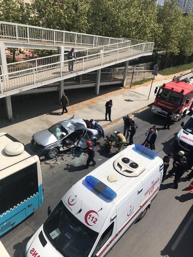 Kartal'da düğün konvoyunda kaza:1 ölü 1 yaralı