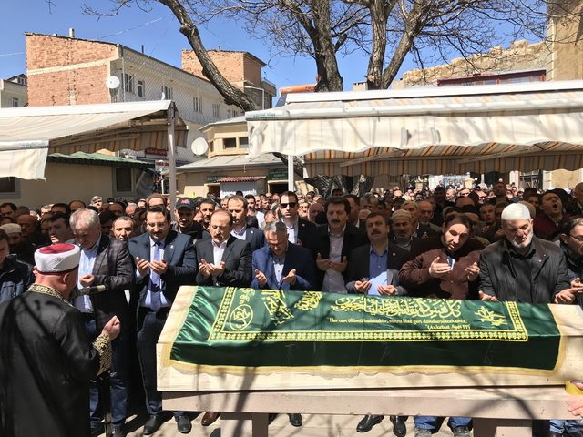 Bakan Ağbal, Bayburt'ta il başkanının dedesinin cenaze törenine katıldı