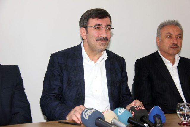 """AK Parti Genel Başkan Yardımcısı Yılmaz: """"Meşru hükümetleri devirmeye çalışanlar artık bedel ödemek durumdadırlar"""""""