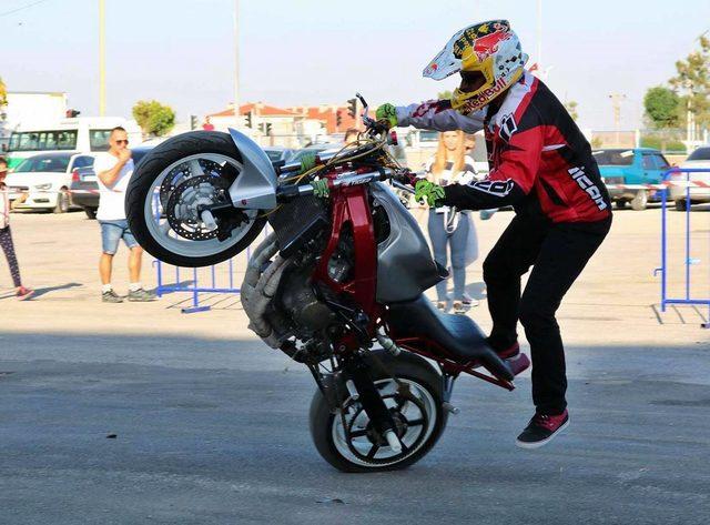 Akrobatik motosiklet sporcusunun kaza anı kask kamerasında