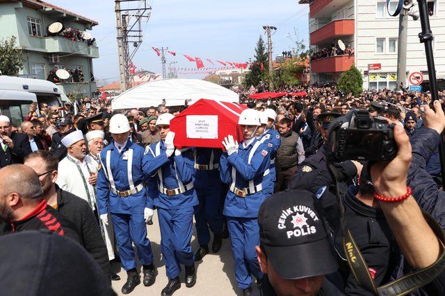 Şehit Uzman Çavuş, Karasu'da gözyaşlarıyla uğurlandı (2)