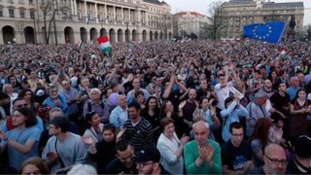Macaristan'da muhalefetten seçim sonrası protesto eylemi