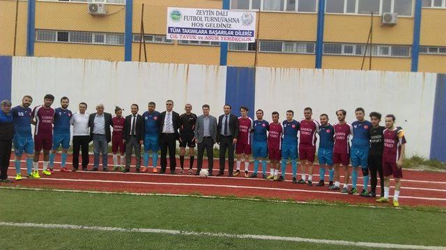 Protokol, Zeytin Dalı Turnuvası'nın ilk maçını yedek kulübesinde izledi