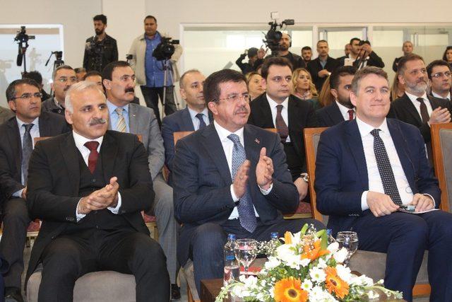 """Ekonomi Bakanı Zeybekci: """"Ya bu dalganın üzerine çıkıp sörf yapacağız ya da o dalganın altında kalacağız"""""""