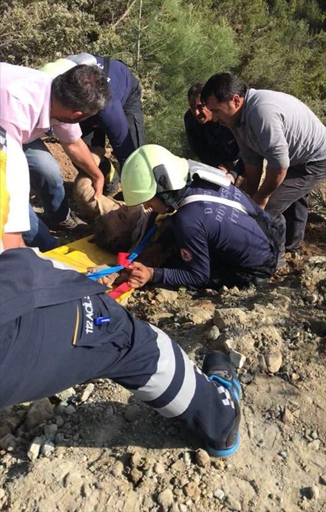 Uçuruma yuvarlanan kamyonun sürücüsünü itfaiye kurtardı