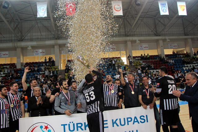 Hentbolda kupa Beşiktaş Mogaz'ın oldu