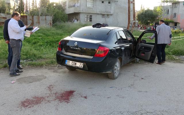 Polis, 'dur' ihtarına uymayan otomobile ateş açtı: 2 yaralı