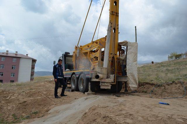 Adilcevaz'da Belediyesi sondaj çalışması başlattı