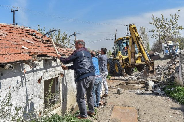 Başkent'te güle oynaya bir yıkım