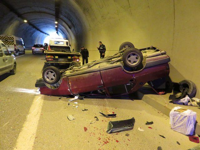 Tünelde zincirleme kaza; Araçlardan biri takla attı