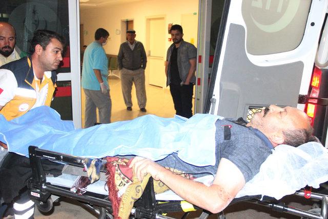 Husumetli akrabaların yol kavgası: 3 yaralı