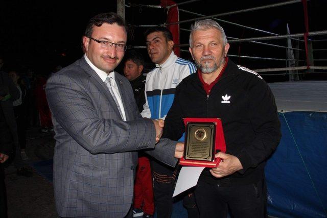 Kick Boks Bahar Turnuvası'nda şampiyon Bursa İnegöl Şekerspor Kulübü