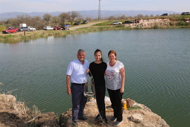 Uşak'ta aileler balık tutma yarışına girdi