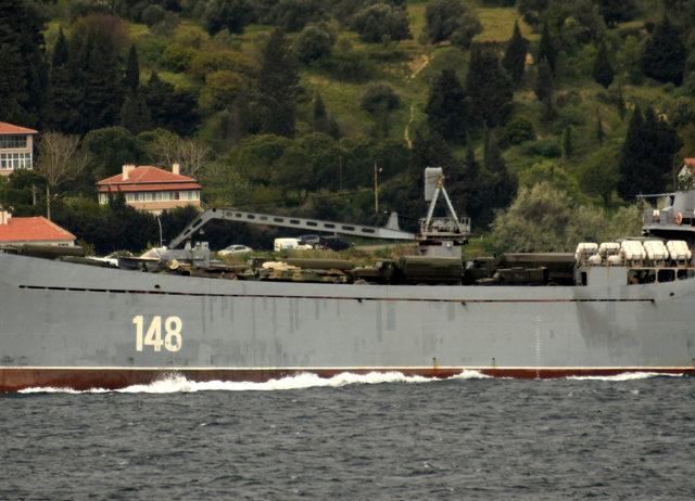 Askeri araç yüklü Rus gemisi, Çanakkale Boğazı'ndan geçti