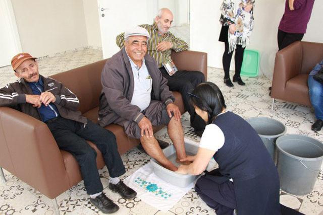 Japon uzmandan, yaşlılara ayak masajı