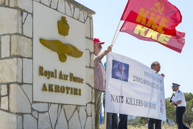 Kıbrıs'ın iki tarafında İngiltere ve NATO'ya tepki