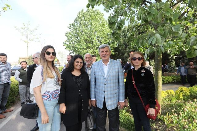 Başkan Karaosmanoğlu, SEKA Park'ta vatandaşlarla bir araya geldi