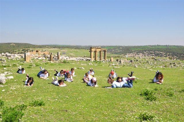Blandus Antik Kentinde ve Ulubey Kanyonlarında kitap okudular