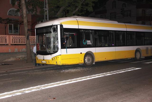 Tartıştığı şoförü döven minibüsçü otobüse ateş açtı