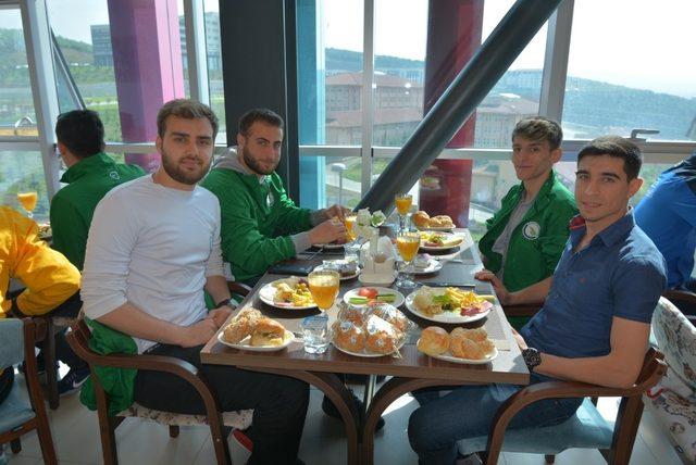 Rektör başarılı sporcularla kahvaltıda buluştu