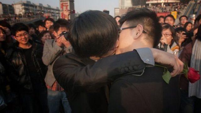 Çin'de eşcinsel evlilikler yasak ancak çok sayıda çift farkındalığı artırmak için kendi törenlerini düzenliyor.
