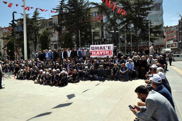 Tokat'ta CHP'lilerden oturma eylemi