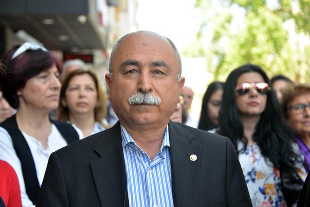 Kahramanmaraş'ta CHP'lilerden OHAL'e karşı oturma eylemi