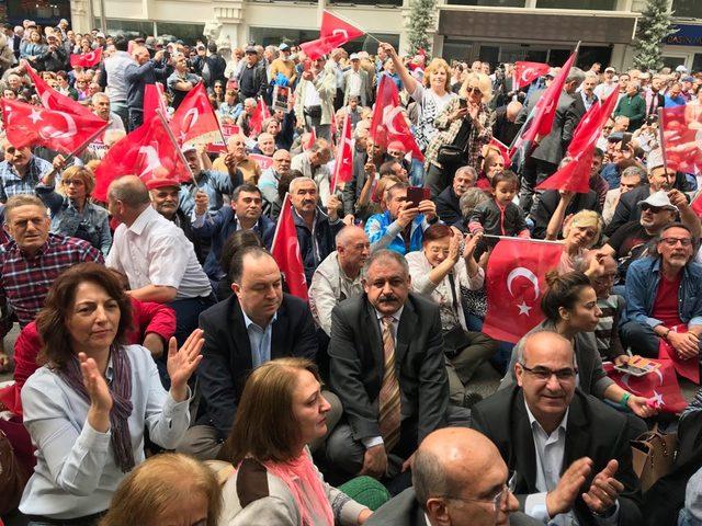 Ankara'da CHP'lilerden OHAL'e karşı oturma eylemi