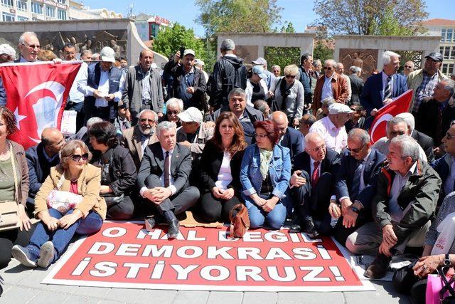 CHP'den 'OHAL' protestosu