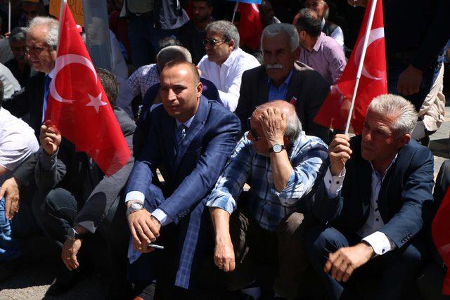 Adıyaman'da CHP'lilerden oturma eylemi