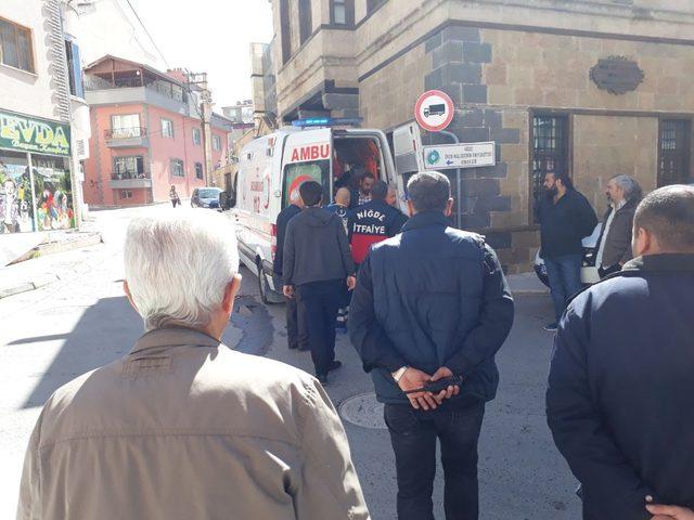 Haber alınamayan yaşlı kadına polis ve itfaiye ekipleri ulaştı