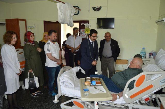 AK Parti Burdur yönetimi hastalara moral verdi