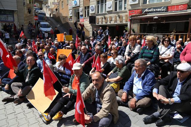Doğu Karadeniz'de CHP'lilerden oturma eylemi