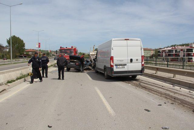 Otomobil ile minibüs çarpıştı: 2 ölü, 2 yaralı