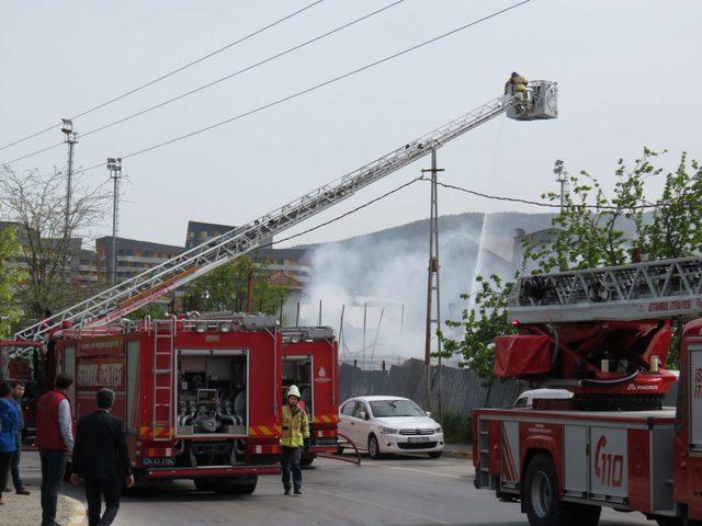 Sancaktepe'de iş yeri alev alev yandı