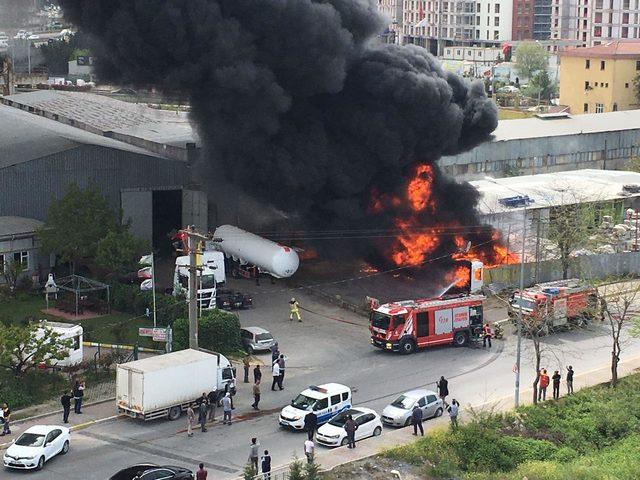ek fotoğraflar // Sancaktepe'de iş yeri alev alev yandı