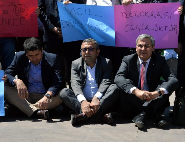 Diyarbakır'da, CHP'nin oturma eylemine HDP desteği