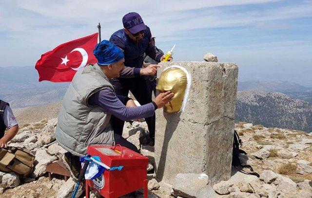 Akdağ'ın zirvesine Atatürk büstü