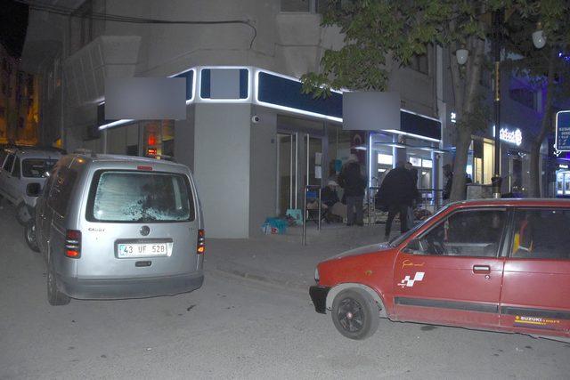 TOKİ konutları için geceyi banka önünde geçirdiler