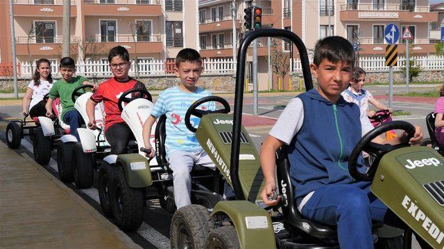 Başiskele'de öğrenciler sürüş deneyiminde