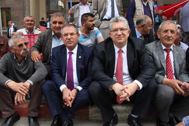 Afyonkarahisar'da CHP'den oturma eylemi
