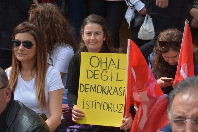 Bilecik'te CHP'liler oturma eylemi yaptı