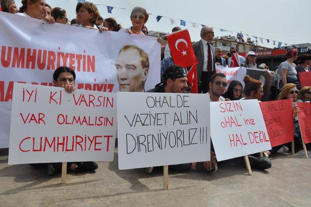 Aydın'da OHAL'e karşı oturma eylemi