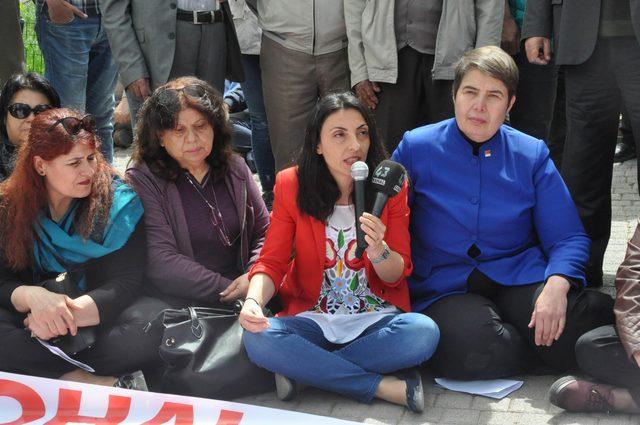 Kütahya'da CHP'lilerden oturma eylemi