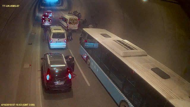 Tüneldeki zincirleme kaza kamerada