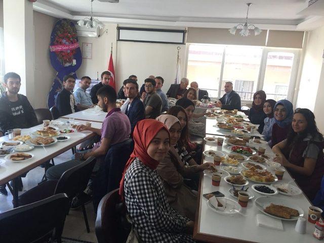 Ankara'daki Afyonkarahisarlı öğrenciler kahvaltıda bir araya geldi